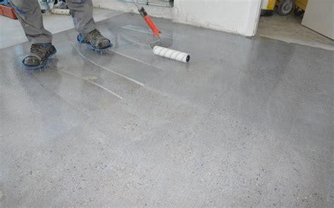 polierter betonboden selber machen beton versiegeln epoxidharz bodenbelag selber machen mit