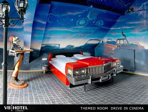 v8 drive in cinema staying in the theme room v8 hotel - Space Themenzimmer