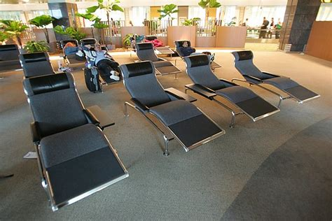 the 10 best airports for sleeping seatmaestro