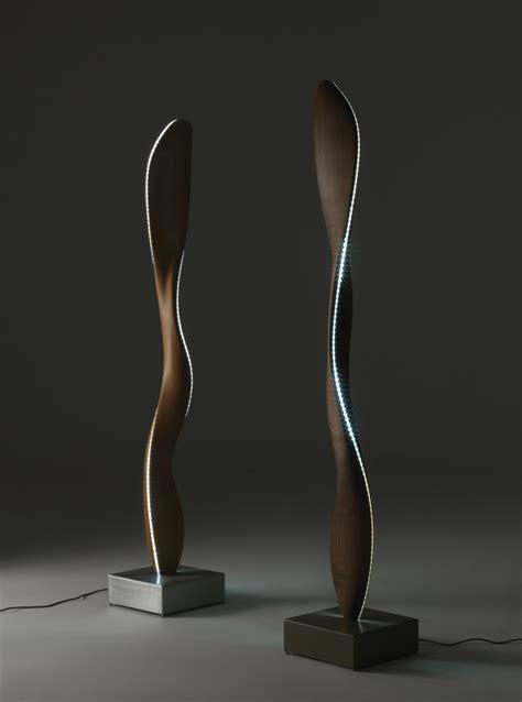 Lamp Designer eine moderne stehlampe aus holz wirkt elegant und warm