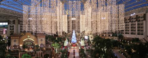 Opryland Christmas Lights Texas Does It Big At The Gaylord Texan Grapevine