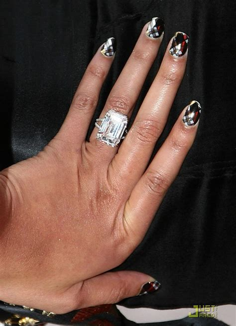 beyonce s rock from lorraine schwartz reportedly cost a