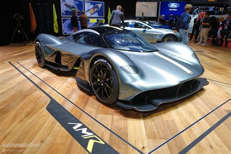 aston martin hypercar aston martin valkyrie hypercar finally shows off its