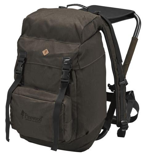 jagdrucksack mit stuhl pinewood 174 sitz rucksack 35l taschen accessoires