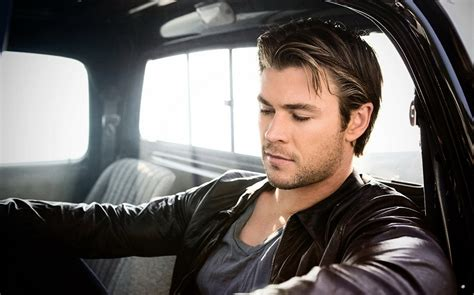 chris hemsworth profile biography pictures news