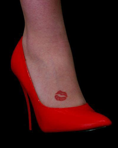 lips tattoo on foot en jante red heels and tattoo 2 by barry steam via