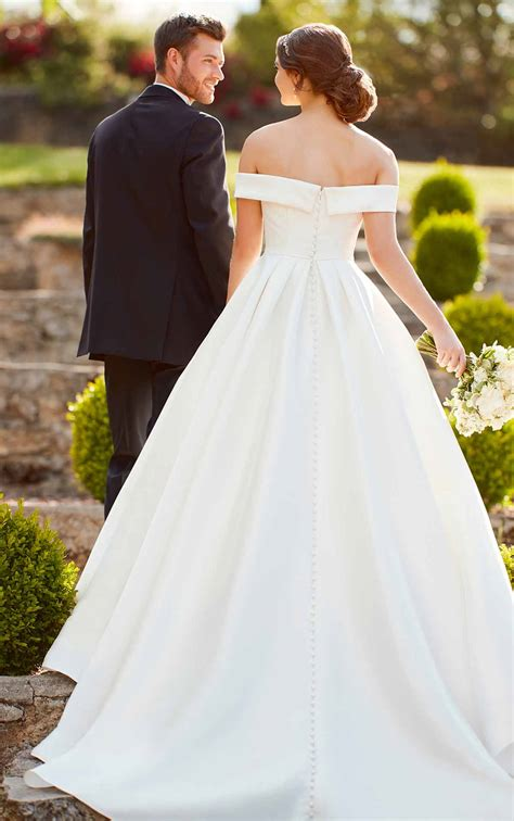 simple ballgown wedding dress    shoulder sleeves