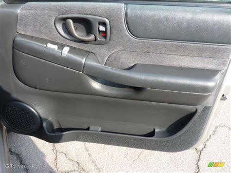 2000 Chevy Blazer Door Panel by 2001 Chevrolet Blazer Ls Zr2 4x4 Graphite Door Panel Photo