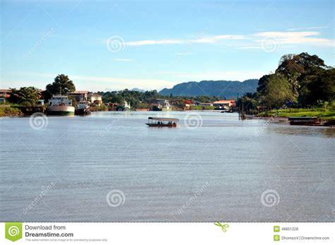 film lawas malaysia lawas flod lawas sarawak malaysia arkivfoto bild