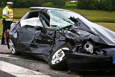 Auto Ummelden Kosten Siegen ein schwerer autounfall nahe backnang kostet ein