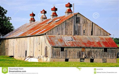 fashioned barn fashioned rustic barn stock photo image 62429728