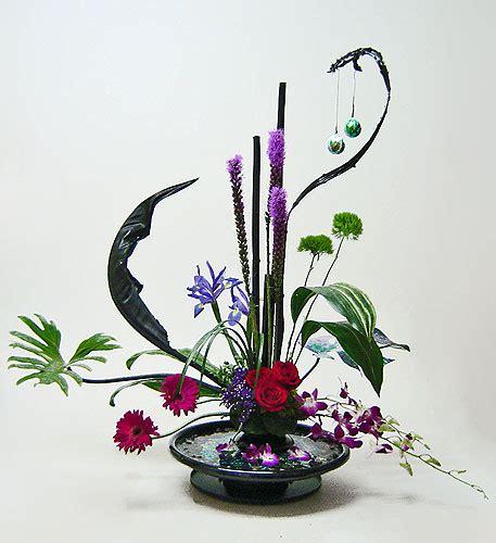Flower Arrangement Techniques by Contemporary Linear Arrangement