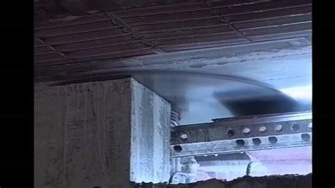 apertura porta apertura porta su parete in cemento armato