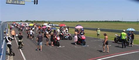 Kleiner Junge Motorradrennen by 123 Runden Rennen Motorrad Sport