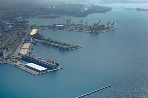 porto franco trieste porto franco nuovo harbor in trieste friuli venezia giuli