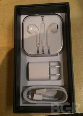iphone  unboxing  reveal packaging layout  earpods travel case macrumors
