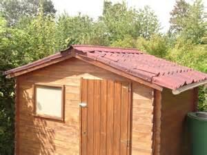 refection toiture abri de jardin faite par une femme