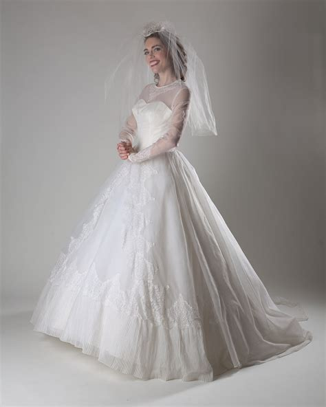 Vintage Wedding Dresses 1950 by Vintage 1950s Wedding Dress White Chantilly Lace Cupcake