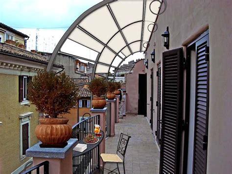 come arredare un terrazzo lungo e stretto come arredare un piccolo balcone stretto e lungo