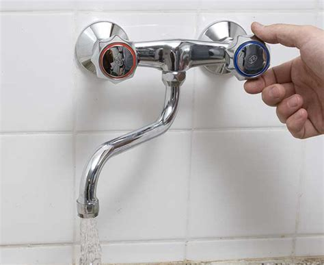 come montare un rubinetto a muro come smontare un rubinetto a muro e sostituirlo con uno nuovo