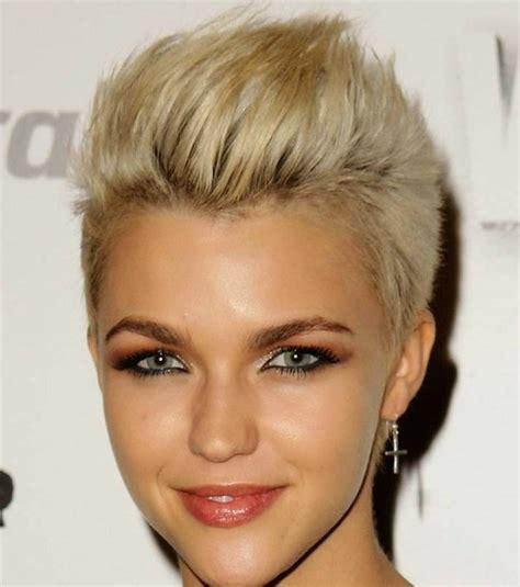coiffure cheveux courts 20 coupes pour les femmes