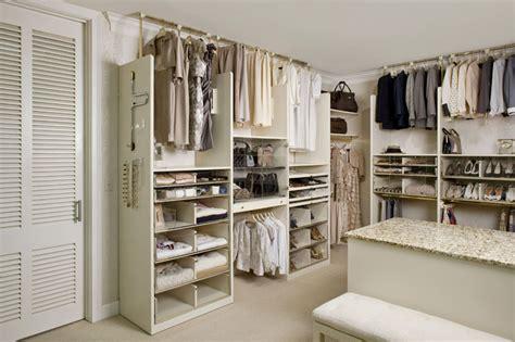 Closet World Inc by Programme Martin Inc