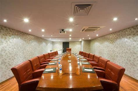Meja Billiard Yang Besar desain meja rapat minimalis untuk ruangan sempit