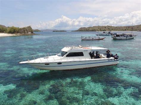 sewa speedboat labuan bajo bajo rental