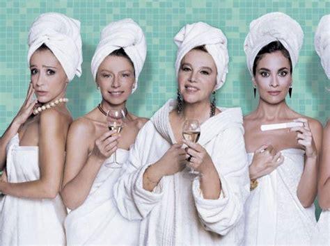 bellezze al bagno amanda e stefania sandrelli bellezze al 171 bagno 187 corriere it