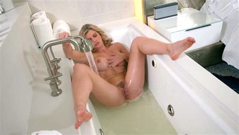 Lucky Guy Enjoys Watching Mom Masterbate In Really Hot Manners In The Tub Xxx Femefun