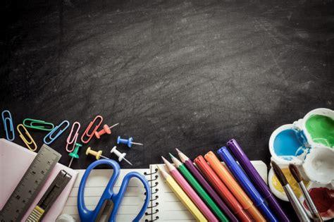 imagenes de utiles escolares gratis 218 tiles escolares en el fondo de la pizarra en tono oscuro