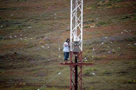 tralicci antenne niscemi la protesta no muos riparte dai tralicci le