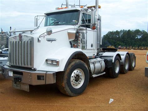 kenworth truck tractor 2003 kenworth t800 tri axle truck tractor