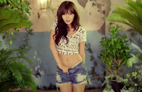 take a look at 4minute s hyuna s hipster fashion in review 4minute is it poppin is enjoyable pop fluff