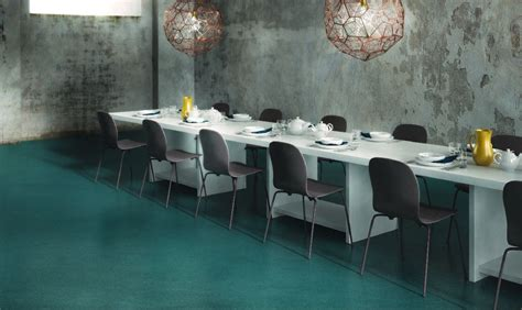 pavimento a resina pavimento in resina con texture spatolata effetto cemento