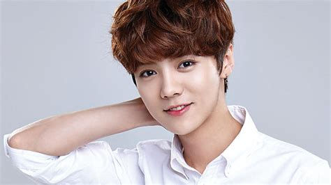 film exo member luhan rumoured to star in his first hollywood film sbs