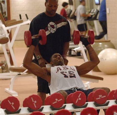 kobe bryant bench press kobe bryant workout routine diet plan healthy celeb