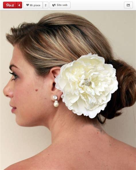 fiori capelli sposa chignon e fiore nei capelli ispirazioni dall acconciatura