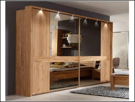 schlafzimmer mit spiegel schlafzimmer schwebet 252 renschrank mit spiegel page