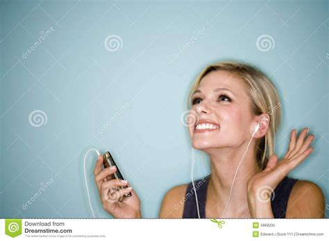 Pretty Woman Mp3 | woman listening to mp3 player royalty free stock photo