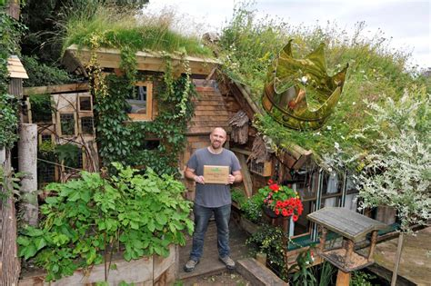 enter   shed   year competition  waltons