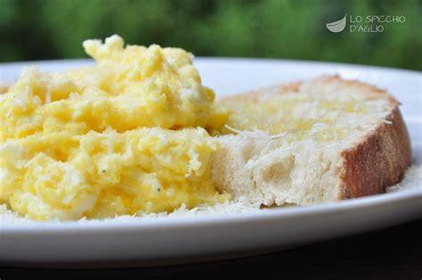 come cucinare le uova strapazzate ricetta uova strapazzate le ricette dello spicchio d aglio