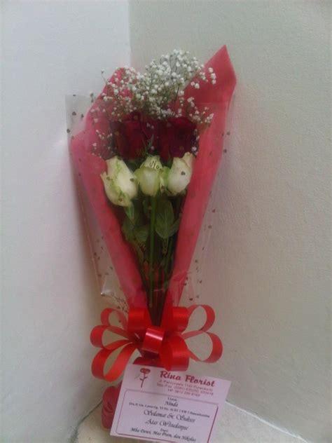 bunga simple bunga tangan simple mawar merah putih 187 187 toko bunga di
