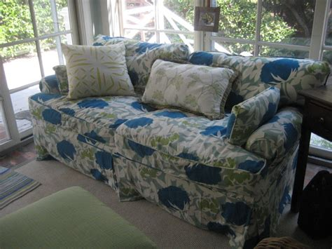Sofa Slipcover In Modern Floral Print Fabric Traditional