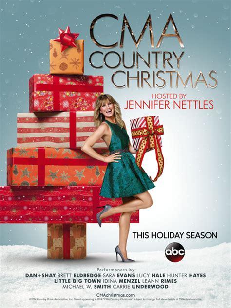 jennifer nettles returns to host cma country christmas