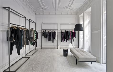 Da Closet Clothing Store by The Alterante Showroom Y 246 Neticisi Ima