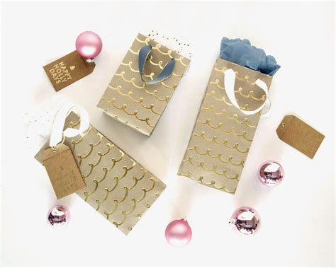 Gift Bags From Wrapping Paper - make it diy custom gift bags from wrapping paper curbly