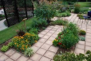 Patio garden ideas casual cottage
