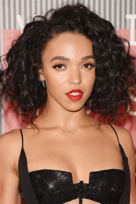 hairstylese com fka twigs curled out bob short hairstyles lookbook
