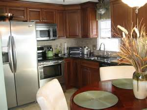 Eat In Kitchen Ideas For Small Kitchens by Way To Find Suitable Eat In Kitchen Design Ideas